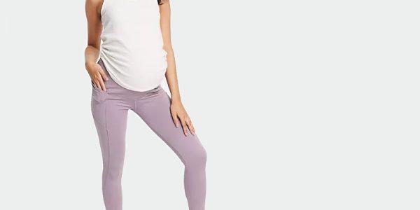 Jakie spodnie wybrać kobiecie w ciąży? Zestawiamy stylową garderobę